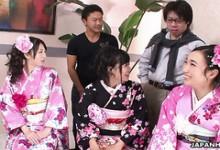 Drei Jap Babe in Kimonos Hina, Uta Kohaku und Sanae Momoi lutschen Schwänze und schlucken